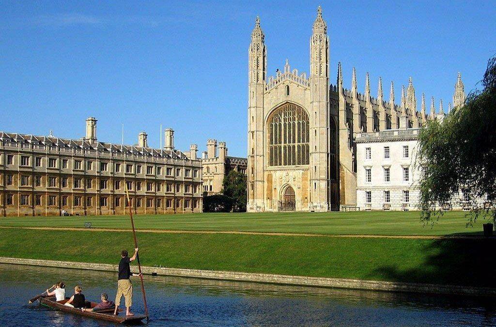 Darmowe egzaminy próbne Cambridge English na UO